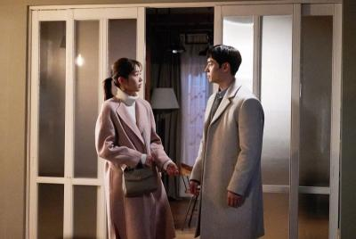 Lee Je Hoon Bawa Chae Soo Bin ke Rumah di Lanjutan Where Stars Land