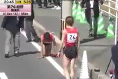 Alami Cedera, Pelari Estafet Jepang Merangkak untuk Selesaikan Lomba