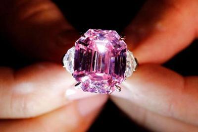 Berlian Super Spesial Pink Legacy, Laku Dilelang Rp733 Miliar