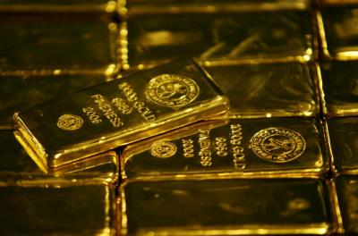 Emas Berjangka Turun Akibat Dolar AS Balik Menguat