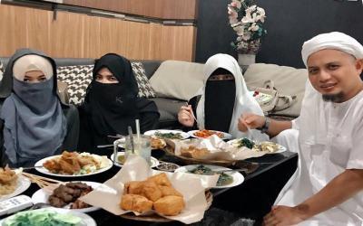 Kehidupan Rumah Tangga Arifin Ilham Bersama 3 Istri yang Saling Rukun