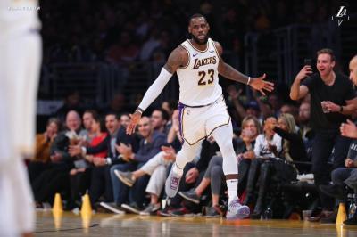 LeBron James Geram Hanya Dapat Sedikit Waktu Bermain di Lakers