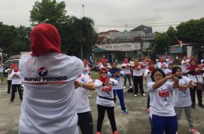 DPD Perindo Jaksel Senam Bareng Warga Pesanggarahan