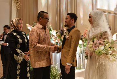 Imam Nahrawi Ikut Bahagia Hadiri Resepsi Pernikahan Hulaefi dan Lindswell