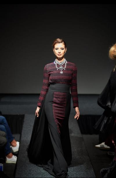 8 Desainer Asal Indonesia Ukir Prestasi di Fashion Show Den Haag