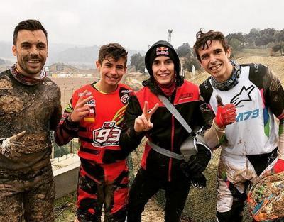 Baru Operasi Bahu, Marquez Hanya Bisa Tonton sang Adik Main Motocross