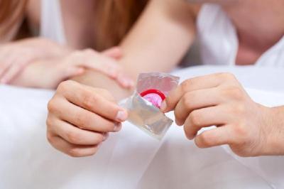 Pentingkah Membawa Kondom di Dalam Tas? 5 Alasan Ini Bisa Menjawabnya