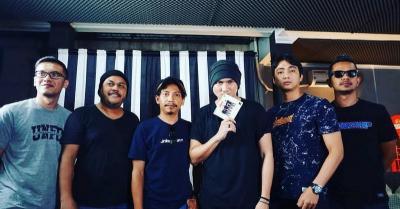 Sempat Kesal Kena Kritik Bareng Dadali, Band Ini Langsung Nyamperin Anji