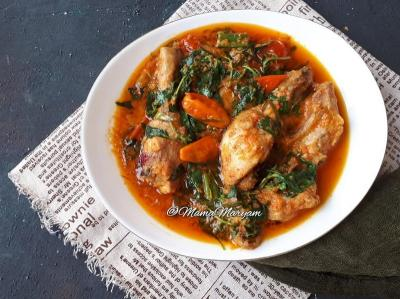 Pedas Gurih Ayam Rica-Rica dan Plecing Kangkung, Makan Siang Jadi Lahap!