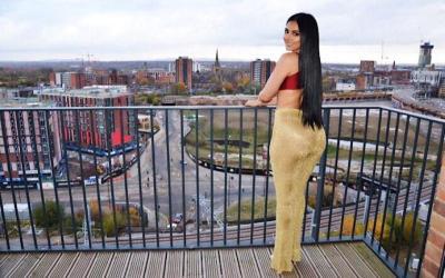 Ini Pacar Kapten Newcastle yang Mirip Kim Kardashian, Sama Seksinya!