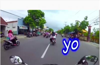 Pengendara Ojek Kebelet BAB Aksinya di Jalan Bikin Ngakak