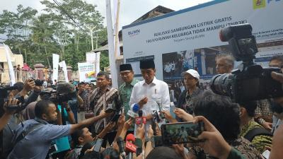 100.970 Rumah Tangga di Jawa Barat Dapat Sambungan Listrik Gratis, Jokowi: Iuran Per Bulan Hanya Rp30 Ribu