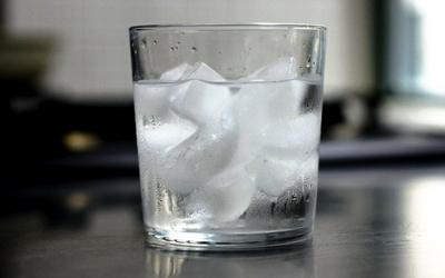 Ketimbang Rokok, Minum Air Es Setiap Hari Lebih Berbahaya!