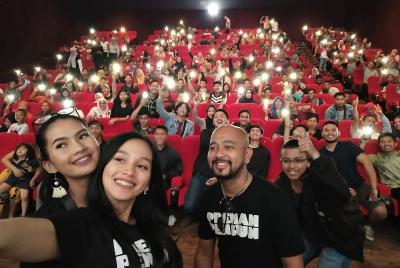Nonton Bareng Film Preman Pensiun di Palembang Dipadati Penonton