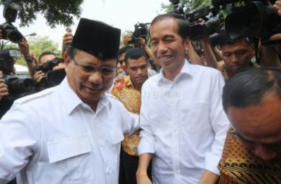 Jelang Debat Pilpres, Intip 5 Gaya Jokowi saat Sedang Tugas