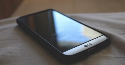 Fokus Smartphone 5G, LG Tunda Rilis Ponsel Lipat?