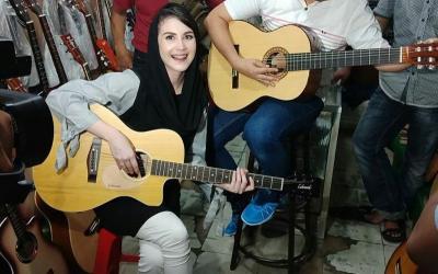 Tampilan Cantik ala Ibu Pejabat Arumi Bachsin Sebelum Keguguran