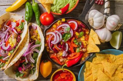 Dengar Manager Restoran Bicara Bahasa Spanyol, Pelanggan Ini Ngamuk
