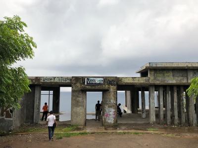 Kisah Misteri Villa Hantu di Kaki Bukit Pantai Senggigi, Berani Mampir?