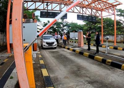 Tol Tangerang-Merak Uji Coba Sistem Bayar Tol Tanpa Tap Kartu