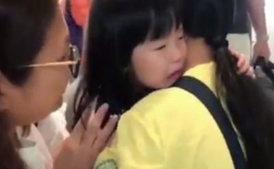 Viral Momen Gadis Kecil Ditinggal ART Pulang Kampung ke Indonesia Bikin Netizen Mewek