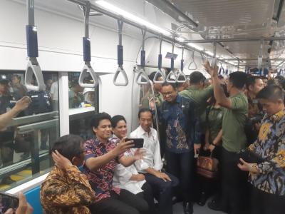 Jajal MRT, Presiden Jokowi Terima Komplain dari Penyandang Disabilitas