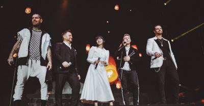 Buka Konser Perpisahan Boyzone, Penampilan Isyana Sarasvati Bikin Sumringah