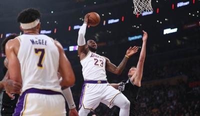 Lakers Gagal Melaju ke Playoff, LeBron James Tetap Tampil Garang