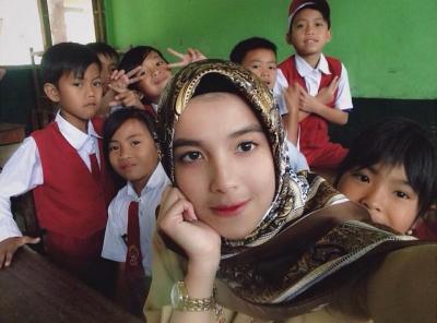 4 Guru Cantik Idola para Murid, Bikin Betah di Kelas!
