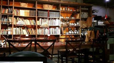 5 Rekomendasi Cafe dan Coffee Shop untuk Baca Buku di Jakarta, Cozy Banget!