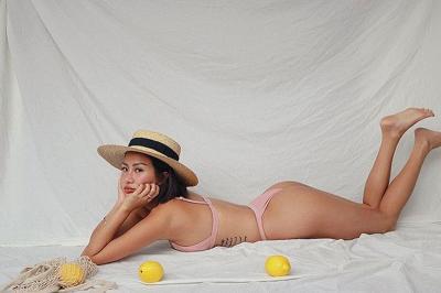 Carina Linn, Perawat Seksi yang Doyan Foto Bikinian