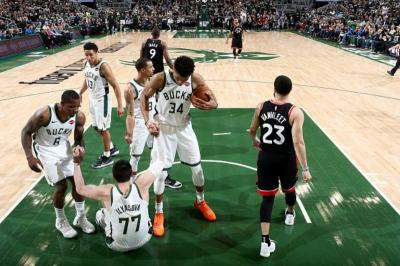 Menang 125-103, Milwaukee Bucks Jauhi Toronto Raptors