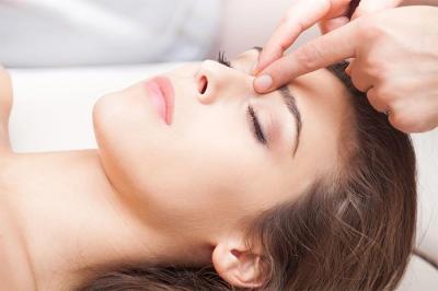 7 Titik Pijat Ampuh Atasi Sakit Kepala