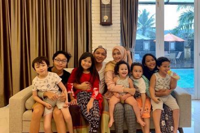 Foto Bareng Anak Sambung, Istri Pasha Ungu Dipuji Netizen
