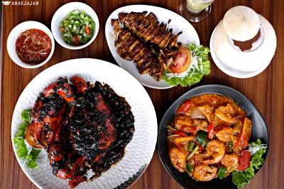 Makan Malam Nikmat dengan Seafood Khas Makassar