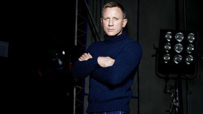 Daniel Craig Operasi Pergelangan Kaki, Syuting Bond 25 Ditunda