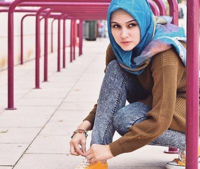 Pashmina Style Zee Zee Shahab, Simpel untuk Perempuan Aktif