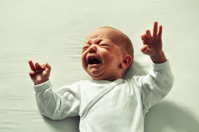 Anjuran Azan di Telinga Kanan Bayi yang Baru Lahir, Ternyata Ini Alasannya!