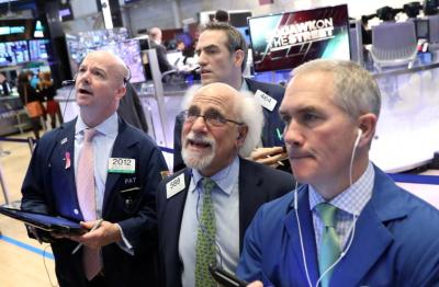 Wall Street Melemah Tertekan Saham Teknologi