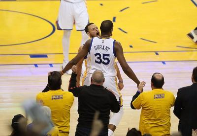 Steve Kerr Tak Yakin Kevin Durant Bertahan di Warriors