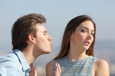 Jatuh Cinta Pada Sahabat Sendiri? Ini 3 Tips Biar Bisa Move On