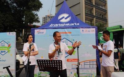 V Radio Ajak Warga Jakarta Jajal Bus Listrik di Car Free Day