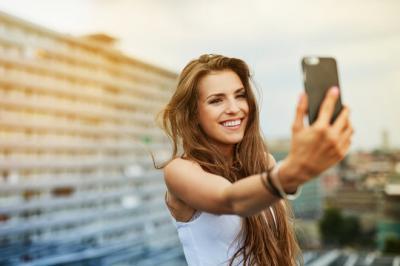 Make-Up Canggih Dilengkapi Teknologi Anti-Blue Light, Bikin Siap Selfie