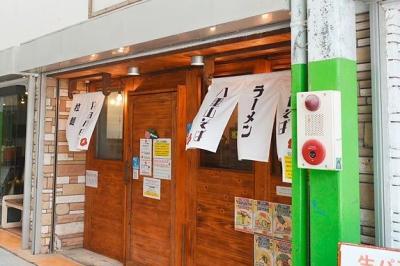 Tolak Pelanggan Lokal, Restoran Ini Pilih Layani Wisatawan Asing