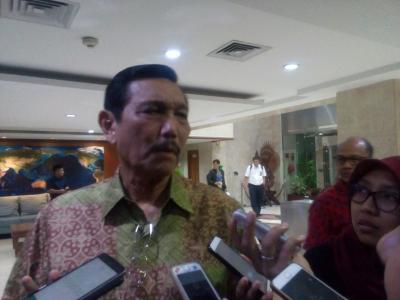Bisikan Luhut ke Jokowi: Pak Jangan Lagi Impor Garam