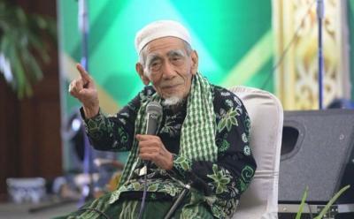 Alunan Qasidah Siti Khadijah Selalu Bikin Mbah Moen Teteskan Air Mata
