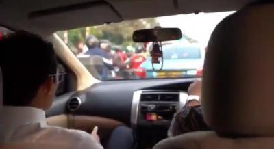 Sandiaga Uno Tinggalkan Nissan X-Trail saat Terjebak Macet
