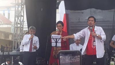 HUT ke-74 RI, Sri Mulyani Nyanyi Lagu Esok Kan Masih Ada