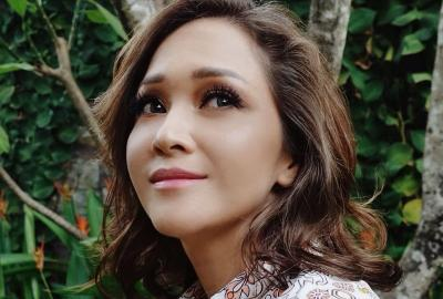 Seksinya Maia Estianty Pakai Gaun Hitam Transparan, Netizen Auto-Protes