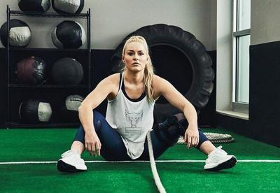 5 Gaya Menggoda Lindsey Vonn, Eks Atlet Ski yang Kini Jadi Model